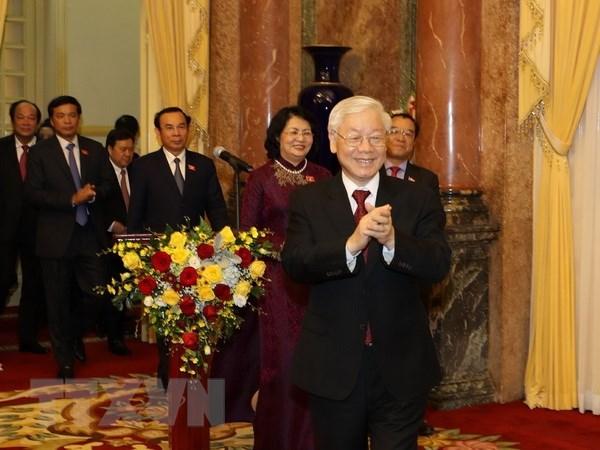 越共中央总书记、国家主席阮富仲会见越南国家主席办公厅全体干部人员
