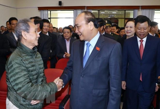 阮春福总理与海防市选民开展接触活动