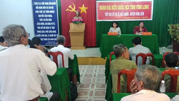 国家副主席邓氏玉盛与永隆省选民接触