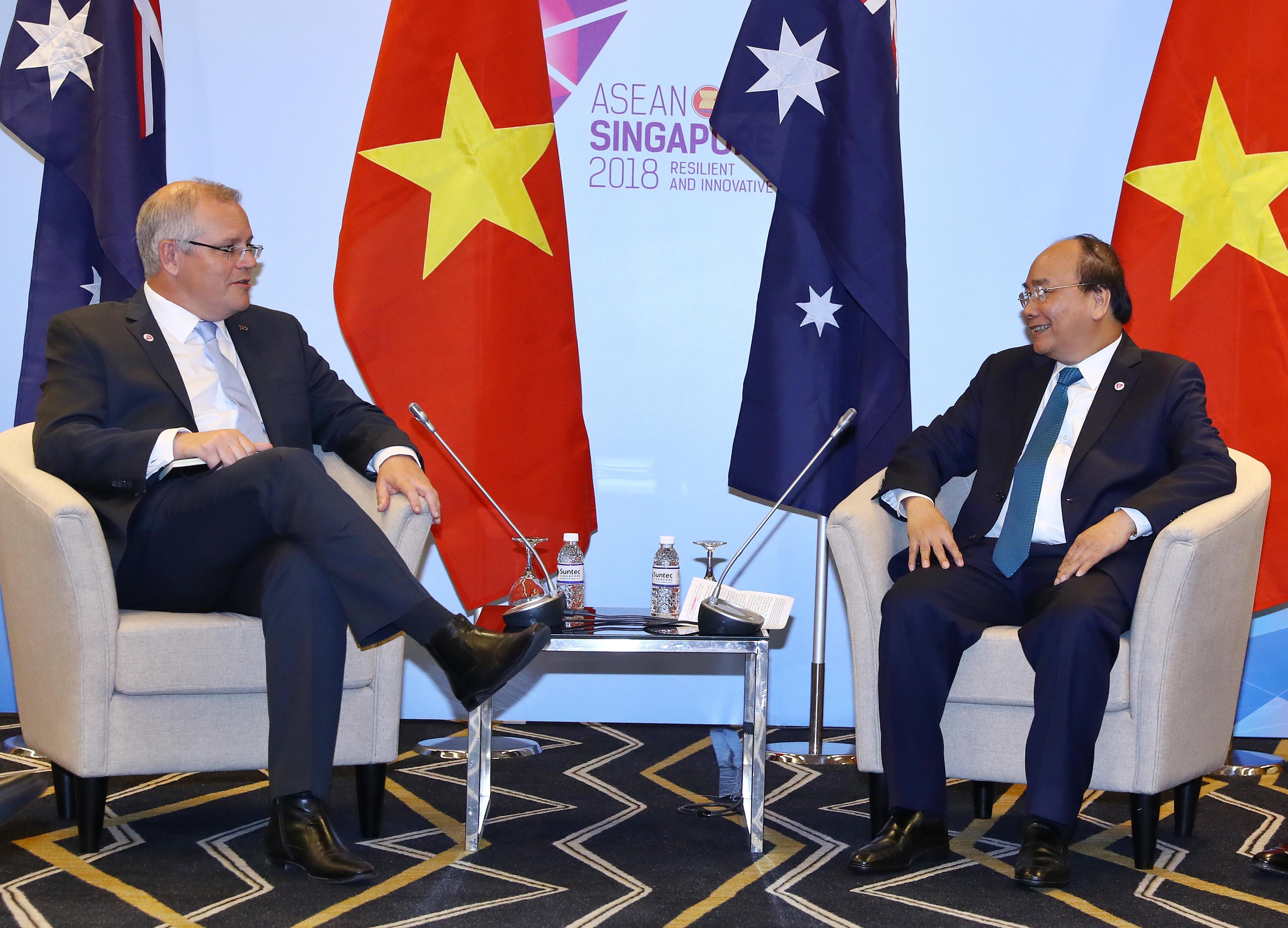 政府总理阮春福在东盟峰会间歇举行多场双边会晤