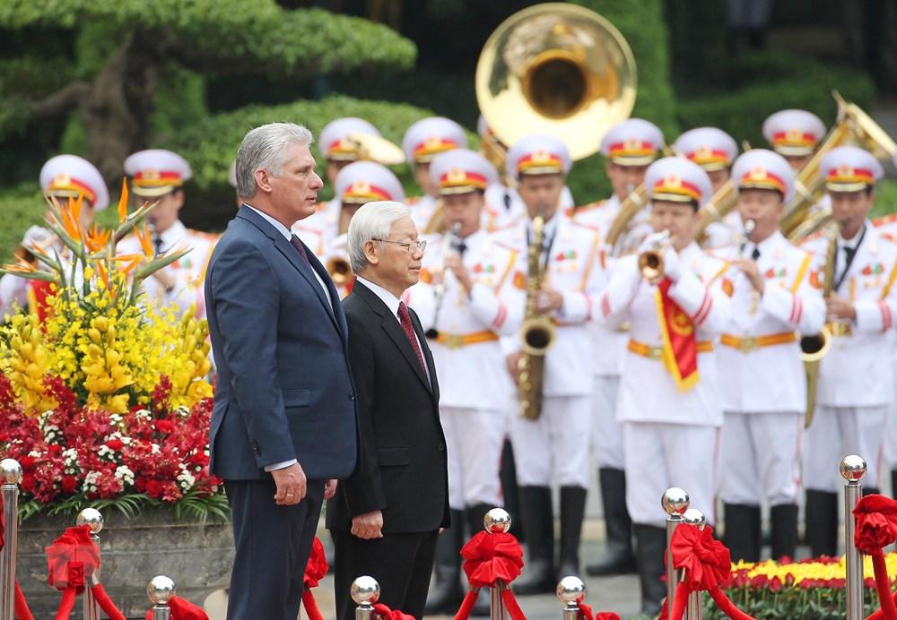 古巴国务委员会主席兼部长会议主席访越欢迎仪式在主席府隆重举行