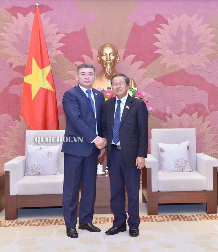 越南重视促进与哈萨克斯坦的传统友好关系