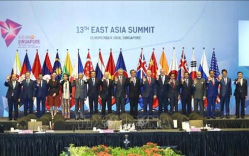 政府总理阮春福出席第13届东亚峰会