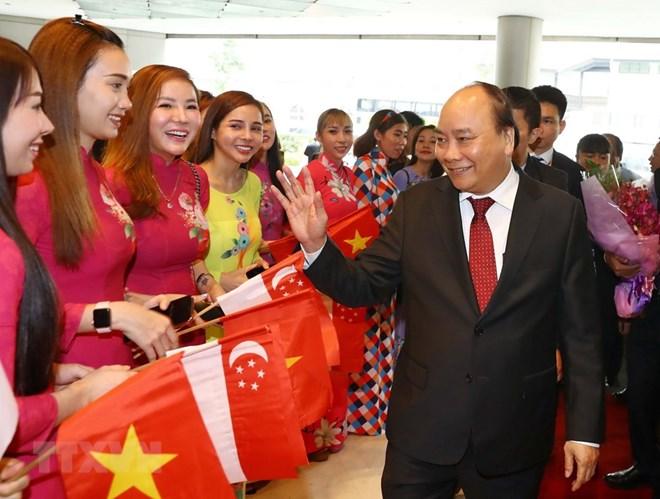 阮春福总理抵达新加坡 开始出席第33届东盟峰会之行