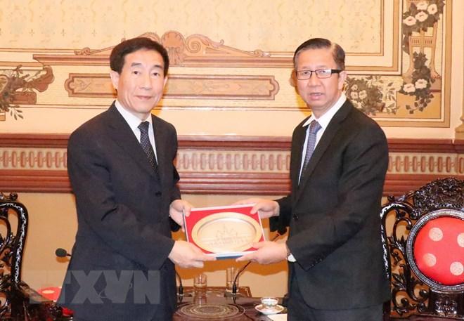 胡志明市人民议会副主席会见中国全国人大代表团