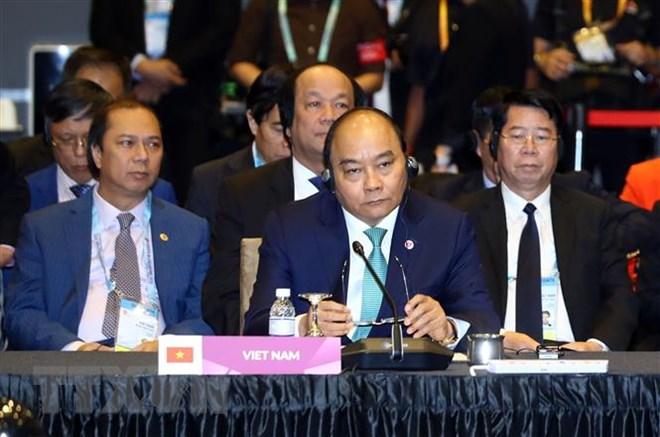 阮春福总理出席东盟与中日韩领导人会议