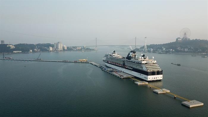 下龙国际港迎来第一艘五星级游轮