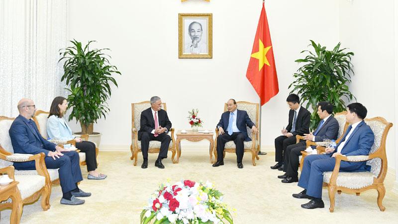政府总理阮春福会见一级方程式集团主席切斯·凯里