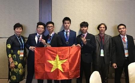 越南学生在国际天文和天体物理奥林匹克竞赛上摘下四枚奖牌