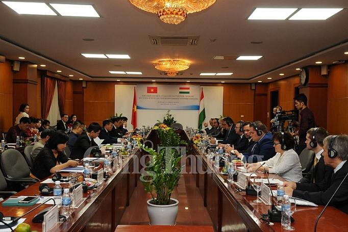 越南与匈牙利经济合作混合委员会第八次会议举行