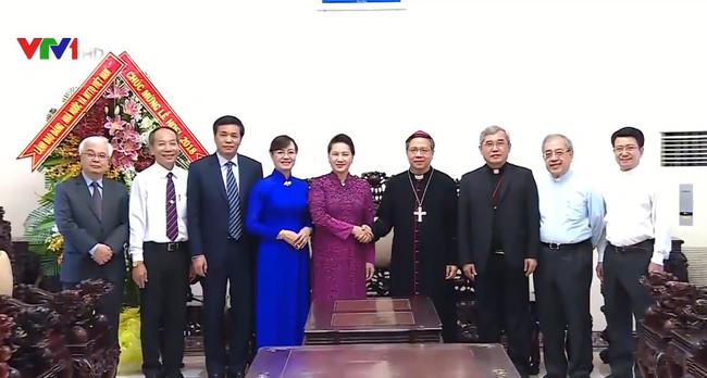 国会主席阮氏金银走访胡志明市天主教总教区并致以圣诞祝福