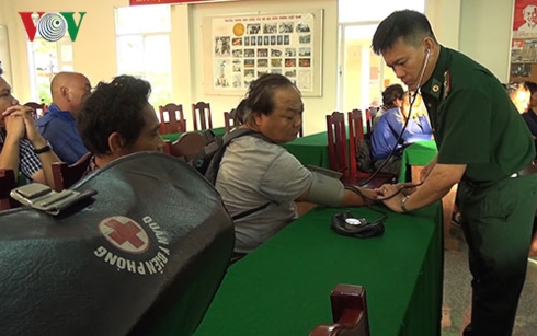 越南成功救助海上遇险的10名外国船员