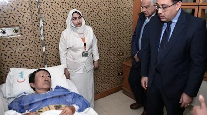 埃及开罗爆炸袭击事件:埃及总理前往医院看望慰问越南伤者