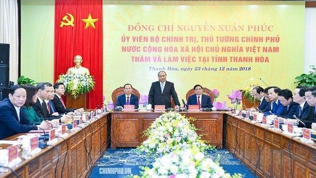 阮春福总理同清化省主要领导举行工作会议