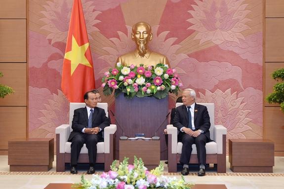 推动越南和老挝间司法合作