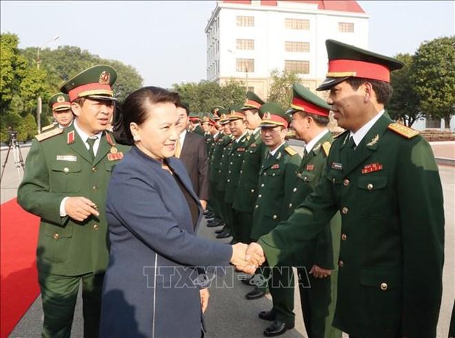 国会主席阮氏金银走访慰问第一军区司令部干部战士