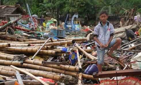 印尼西部巽他海峡海啸:救护力量正在奋力搜寻幸存者