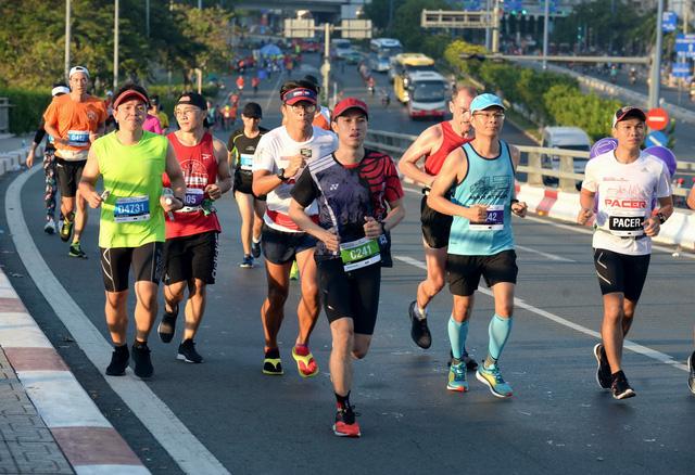 8200名运动员参加2018年胡志明市国际马拉松赛