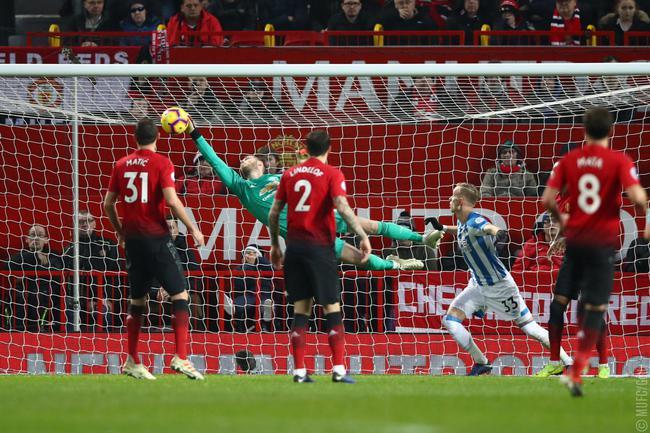 英超:曼联3-1胜哈德斯菲尔德
