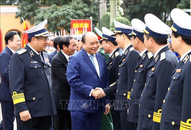 阮春福总理视察海军军种执勤备战工作
