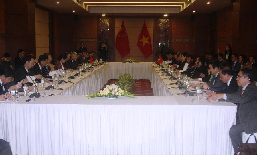 越中政府级边界谈判代表团全体会议在老街举行