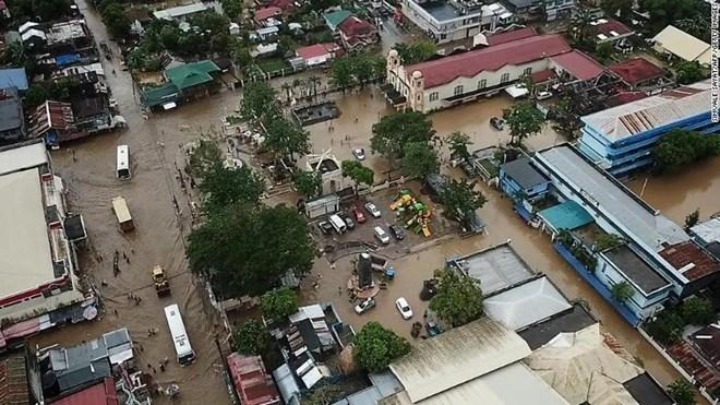 """越南领导人就台风""""乌斯曼""""袭击向菲律宾领导人致慰问电"""