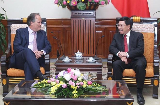 越南与英国增进合作关系