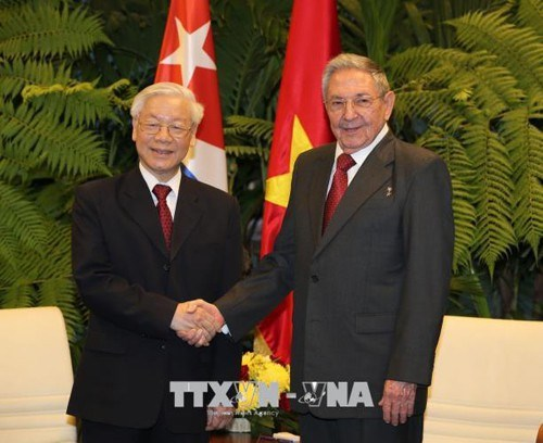 越南领导人致电祝贺古巴国庆60周年