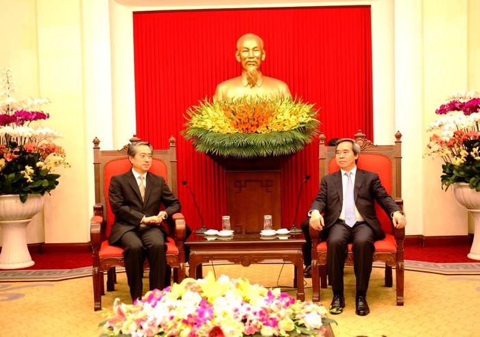 进一步深化越中两国全面战略合作伙伴关系