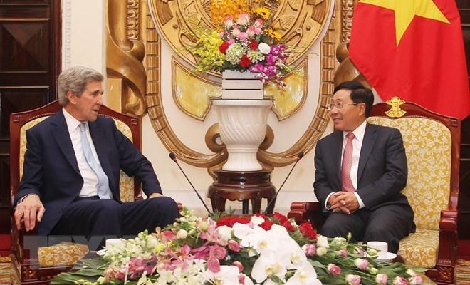 原美国国务卿约翰•克里赴越出席2019年越南经济论坛