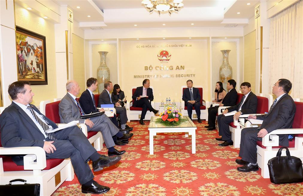 越南公安部部长苏林会见英国外交部亚太事务国务大臣