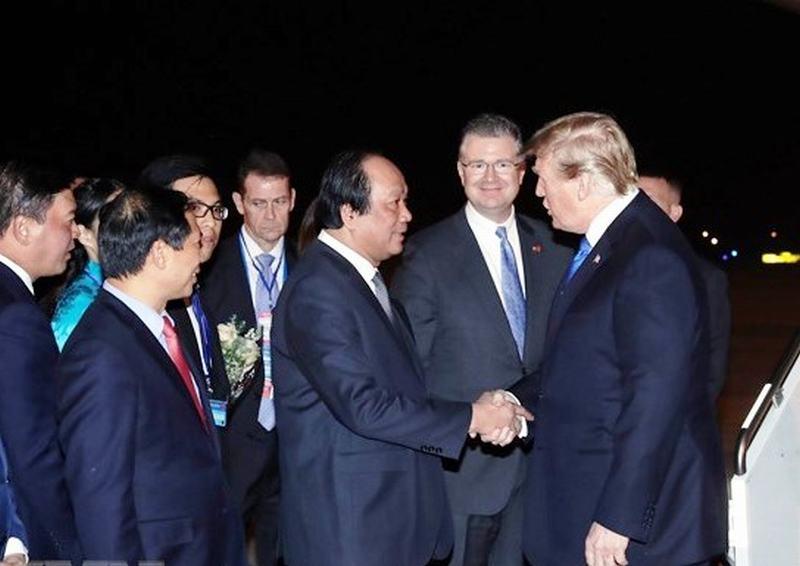 美国总统特朗普抵达河内出席美朝领导人第二次会晤