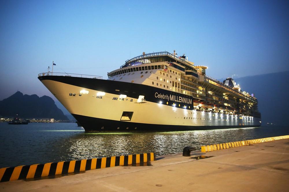 豪华邮轮搭载4000名游客开启越南之旅