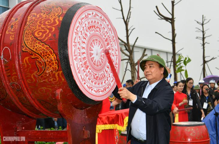 阮春福总理出席义安省植树节启动仪式