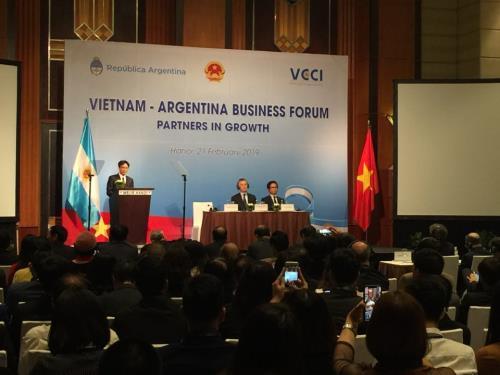 越南和阿根廷扩大各领域合作