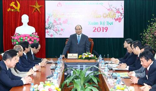 政府总理阮春福出席社会政策银行新春会议