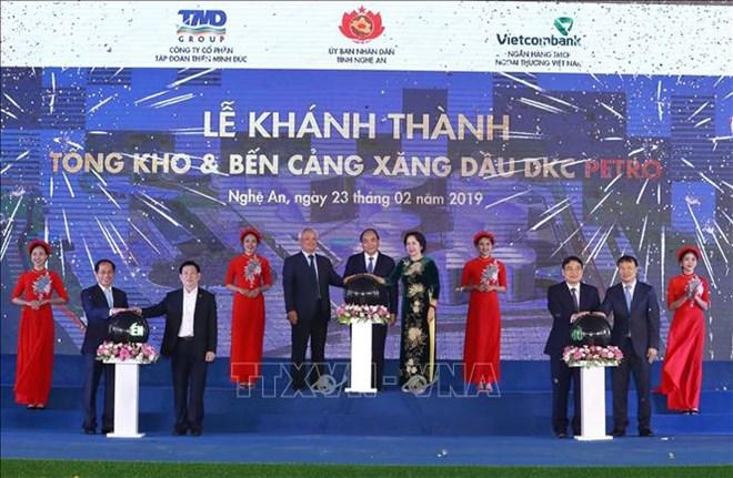 政府总理阮春福出席DKC汽油和油类产品仓库和码头工程竣工仪式