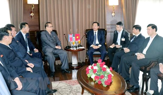 朝鲜高级领导代表团参观世界自然遗产下龙湾