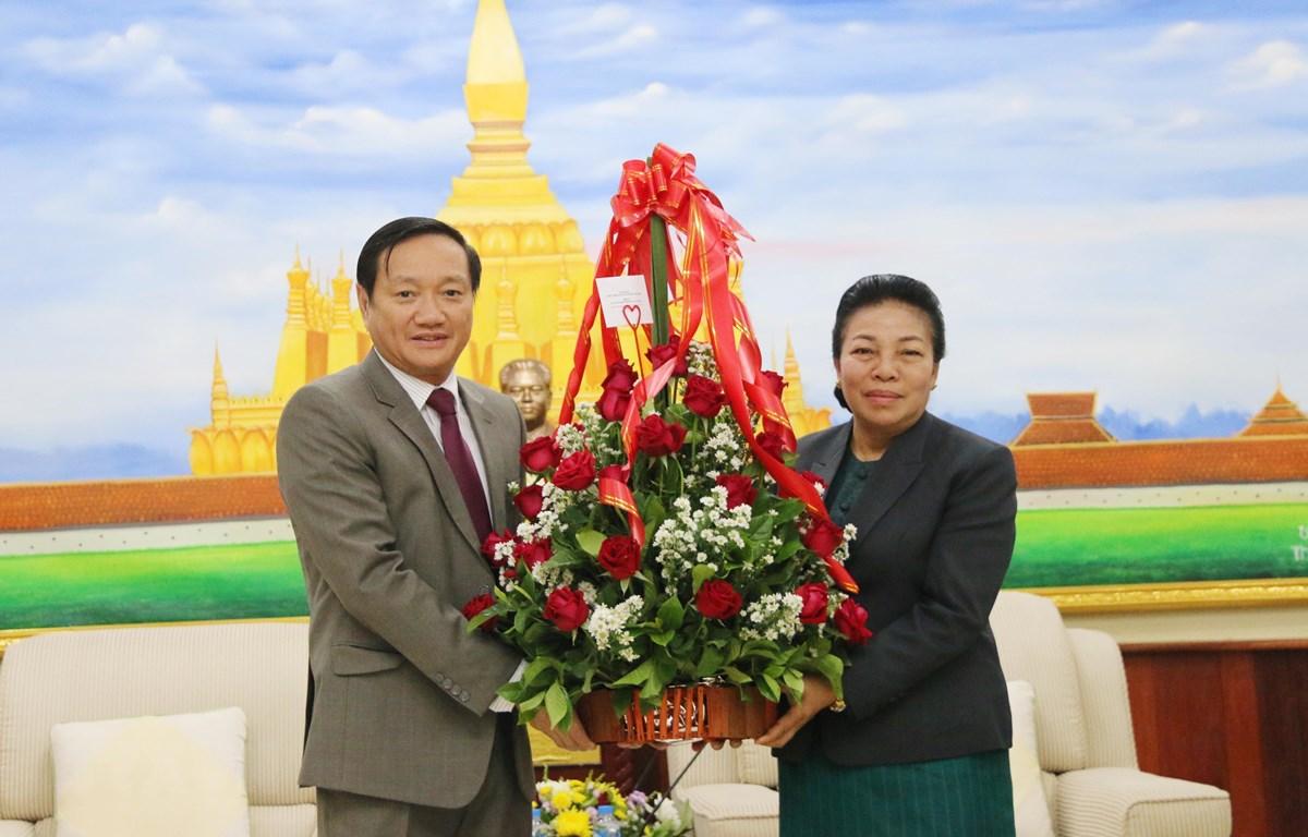 越南驻老挝大使馆代表团祝贺老挝人民革命党建党64周年