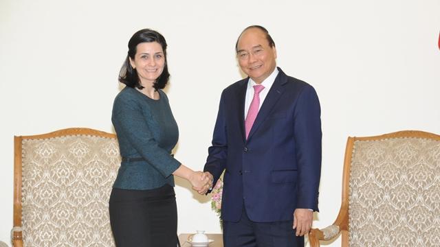 政府总理会见保加利亚和乌拉圭新任驻越大使