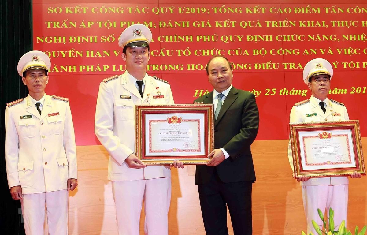 阮春福总理:公安力量要尊重、贴近、了解和学习民众并对其负责