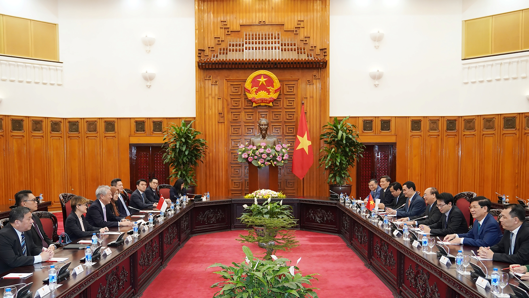 越南政府总理阮春福会见新加坡副总理张志贤
