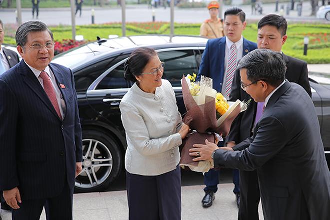 老挝国会主席巴妮•雅陶都走访越南Vingroup集团