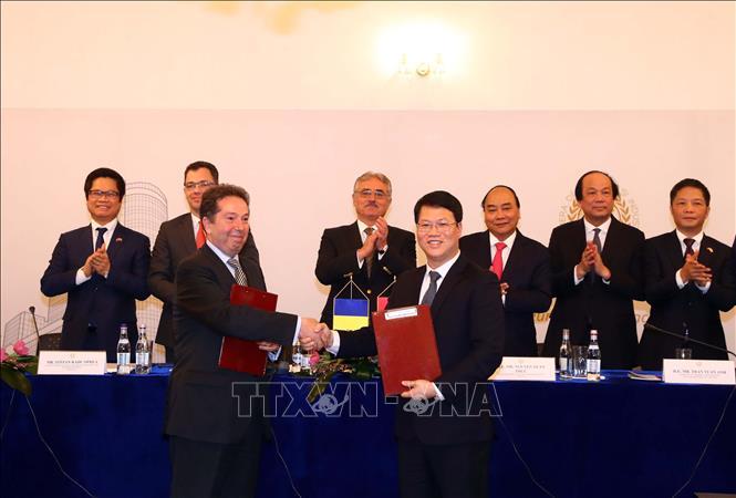 阮春福总理主持召开越罗商务论坛