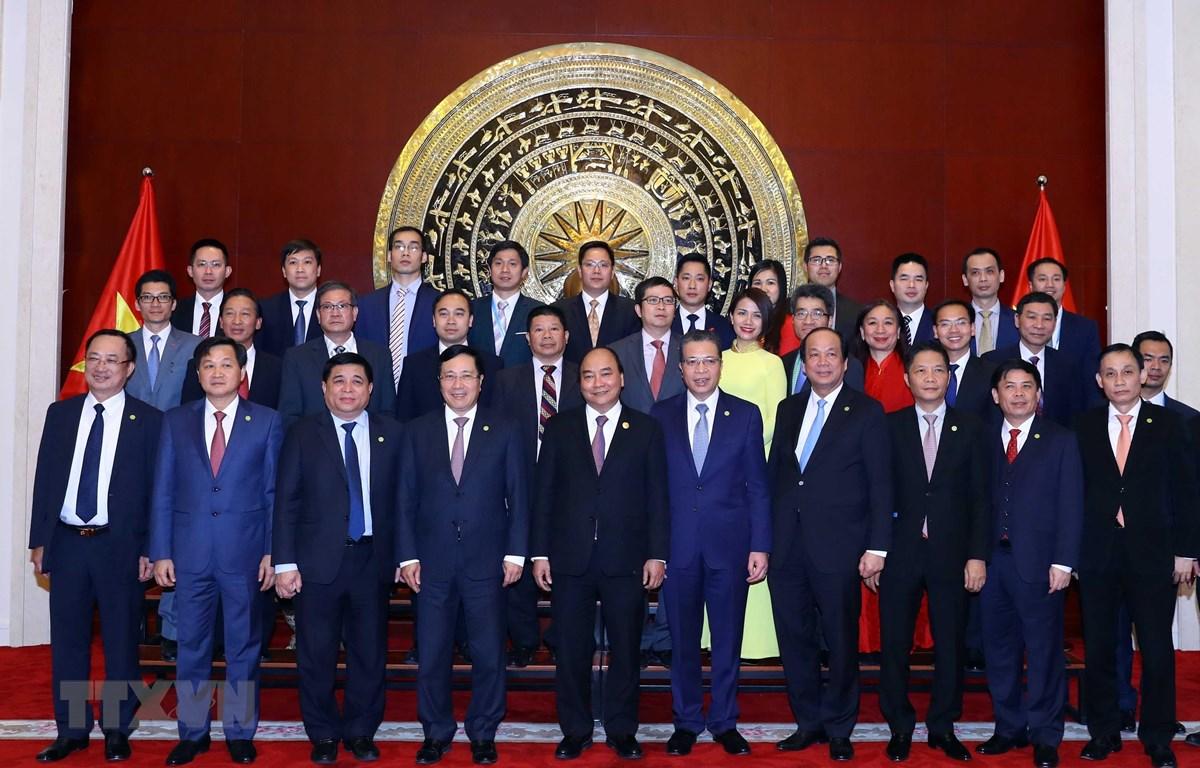 越南政府总理阮春福探访越南驻中国大使馆