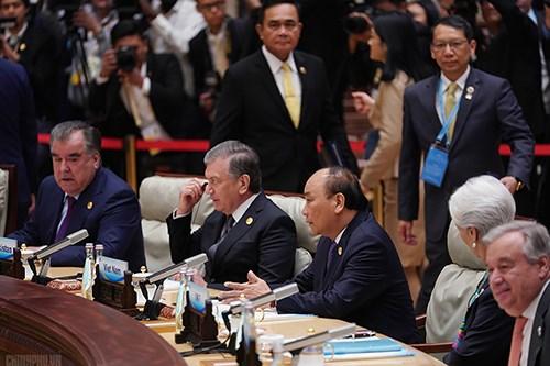 """阮春福总理出席第二届""""一带一路""""国际合作高峰论坛之行致力于促进越南与中国以及各发展伙伴的关系"""