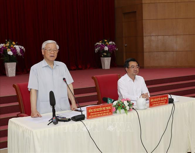 越共中央总书记、国家主席阮富仲在坚江省调研