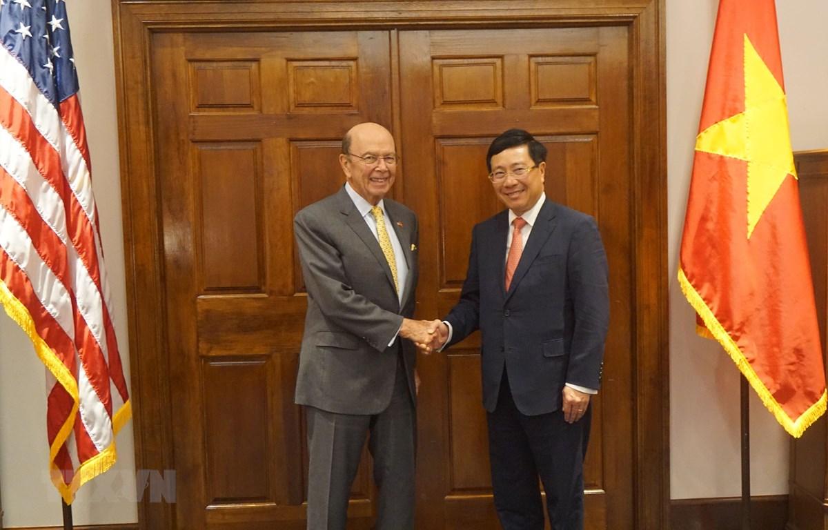 越美两国促进经贸投资和防务合作