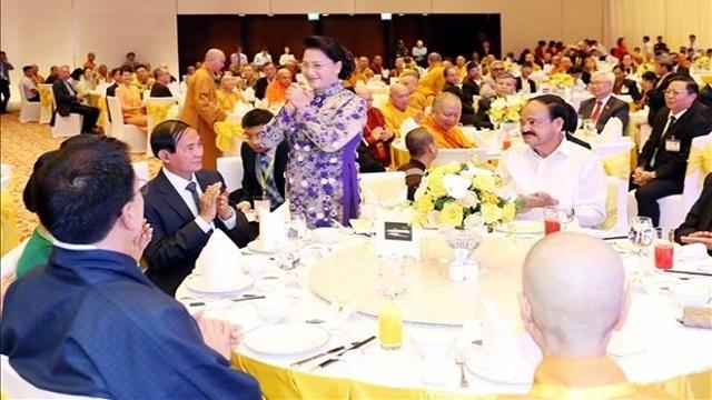 越南国会主席阮氏金银设宴招待出席2019年联合国卫塞节的国际代表