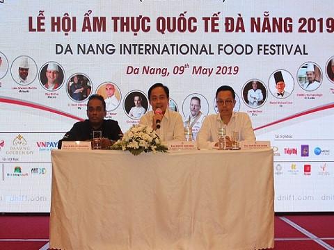 岘港首次举办国际美食节